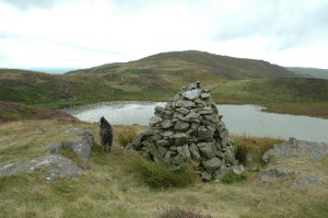 Cairn adjacent to Llyn Barfog, geograph.org.uk, by andy, Wikimedia Commons
