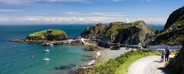 Lundy's Jetty and Harbour by Michael Maggs, Wikipedia Commons