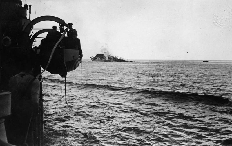 The_Sinking_of_the_Cunard_Liner_Ss_Lancastria_Off_St_Nazaire_HU3325
