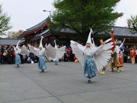 Shirasagi no mai (White heron dance) of Sensō-ji, Wikipedia Commons