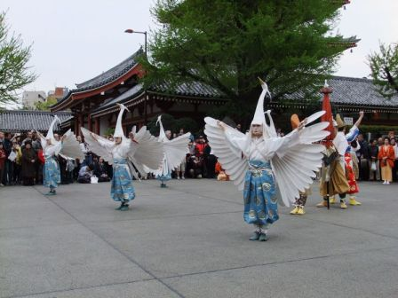 Shirasagi no mai (White heron dance) of Sensō-ji, Wikipedia Commons