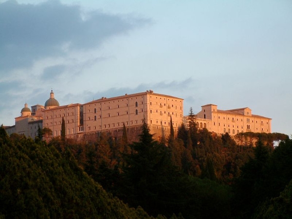 800px-Monte_Cassino_Opactwo_1