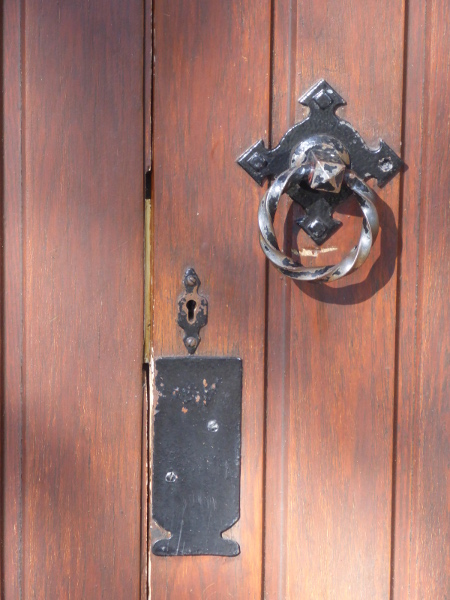 Llan Rhos Church Key Hole Med.JPG